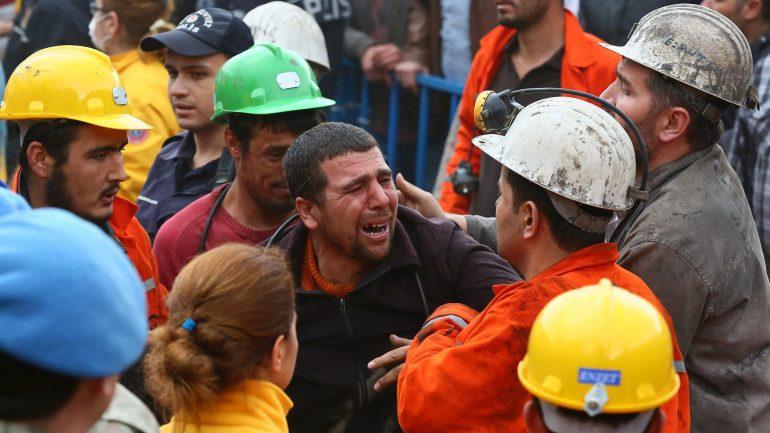 Soma'da 301 madenciyi katlettiler, Akhisar'da da hukuku…