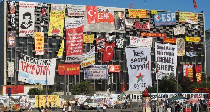 Gezi Meşrudur! Gezi Haklılıktır! Gezi Halktır!