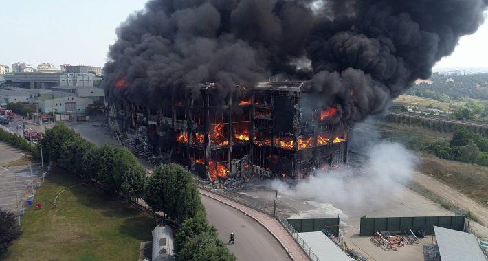 Gebze'de fabrika yangınında yaşamını yitiren işçilerin katili Parababaları düzenidir!