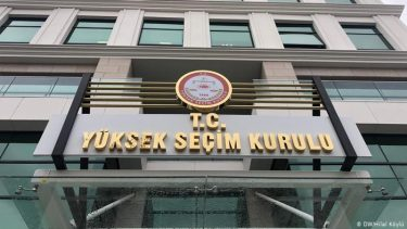 """HKP'den: """"AKP'giller'in hukuk, yasa tanımamazlıkları son sürat devam ediyor:  Partimiz; bir kez daha"""" seçime girme yeterliliğine sahip"""" partiler arasında gösterilmiyor!"""""""