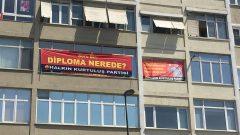 Soru 1: Diploma Nerede? Pankartımız üstüne alınanlar tarafından Parti Binalarımızdan indirilmeye çalışılıyor